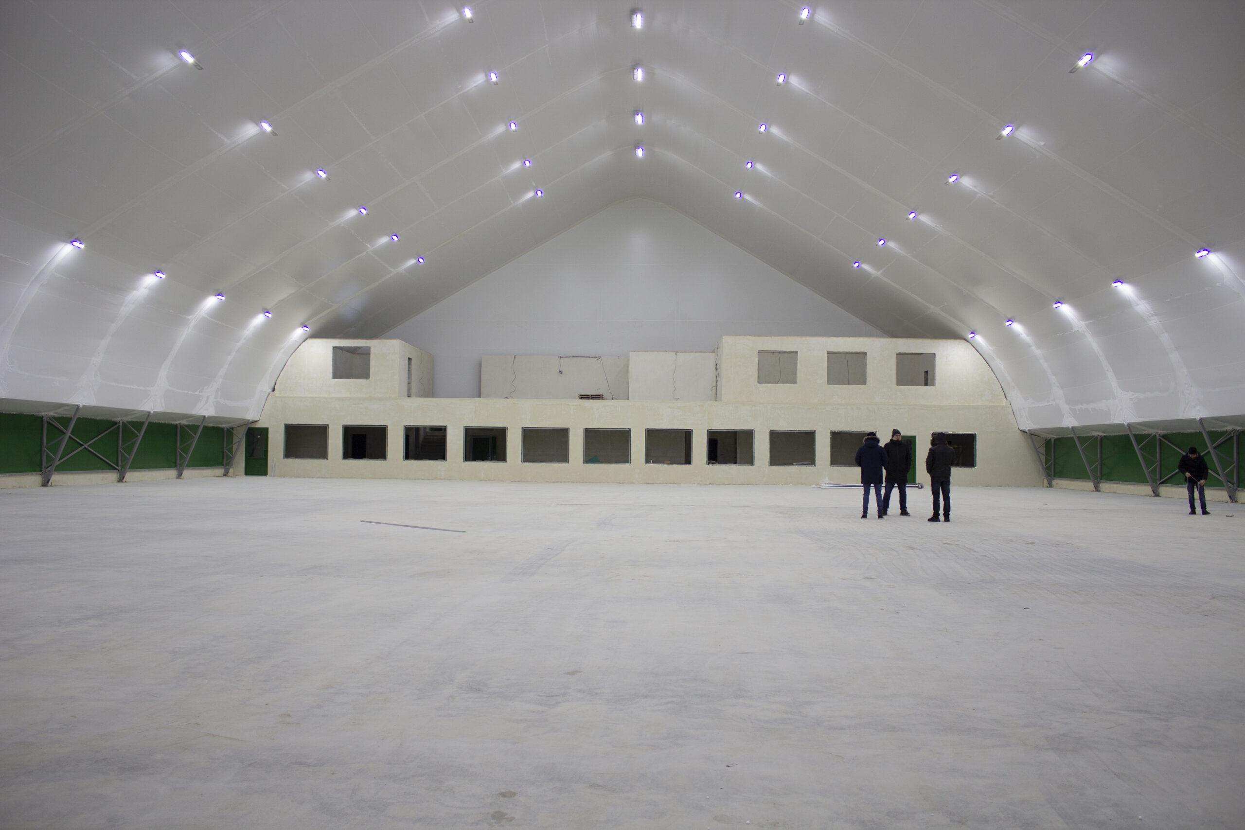 Строительство крытых теннисных кортов в мкр. Кузнечиха Нижнего Новгорода на финальных этапах...